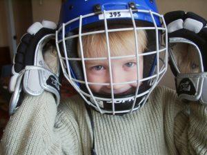 Где лучше страховать ребенка хоккеиста