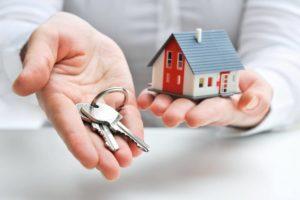 Можно ли сироте взять деньги вместо квартиры