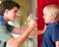 Взрослый сын издевается над матерью и вымогает деньги